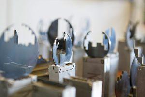 PKD Teile werden an Werkzeug befestigt